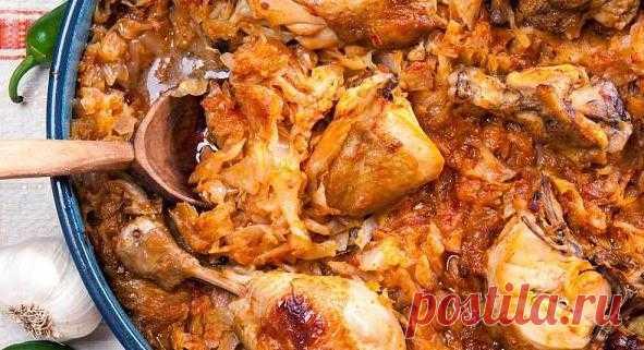 Тушёная капуста с курицей: супер вкусный и простой ПП-ужин    По воскресеньем готовлю постоянно! Не нарадуюсь!            Ингредиенты: Капуста — 600Куриное филе — 200 гМорковь — 1 штТоматная паста — 2 ст.лЛук — 1 штСоль, перец — по вкусу Приготовление:Капус…