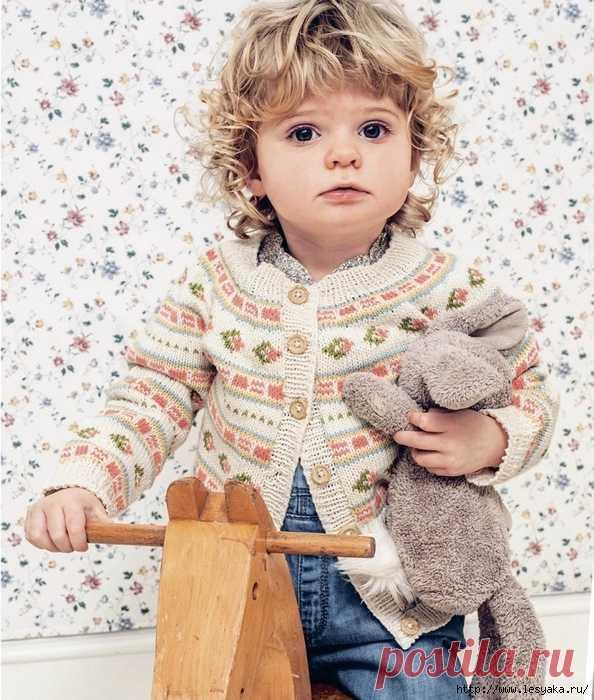 Нежный детский жакет с мелким жаккардовым узором!