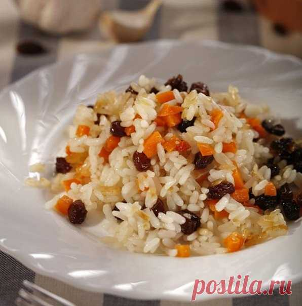 Плов с овощами и изюмом  Понадобится:  100 г длиннозерного риса 200 мл воды 1 ст. л. растительного масла 2 моркови 50 г изюма 1 луковица соль, перец по вкусу 0,5 ч. л. тмина 0,25 ч. л. барбариса 0,25 ч. л. паприки 0,5 ст. л. оливкового масла  Приготовление:  Лук и морковь вымыть, очистить, мелко нарезать и спассеровать на растительном масле. Рис хорошо промыть, сварить до полуготовности. Изюм перебрать, вымыть, соединить с рисом, луком и морковью, приправить, посолить, поп...