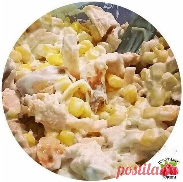 5 вариантов фитнес-салатов с куриной грудкой  1. Куриная грудка + кукуруза + натуральный йогурт  2. Куриная грудка + авокадо + огурец + яблоко + йогурт  3. Куриная грудка + сладкий перец + огурец + капуста + маринованные опята  4. Куриная грудка + яблоко + огурец + апельсин + йогурт  5. Куриная грудка + свекла + грецкий орех + яйца + сыр