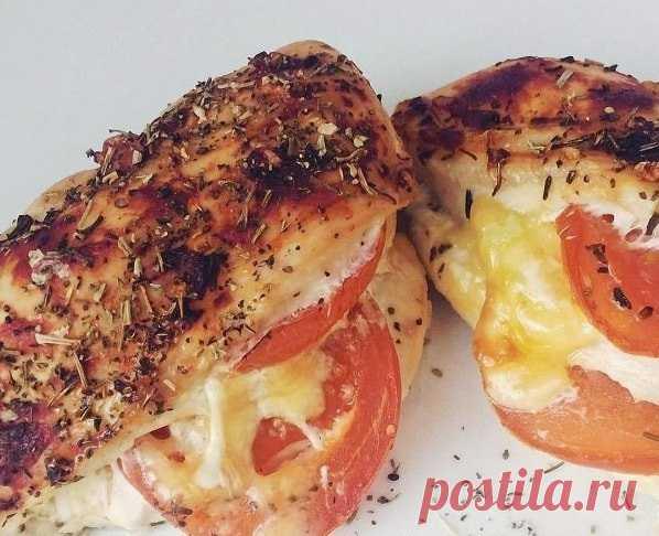Куриная грудка, запеченная с помидорами и сыром – просто объедение!