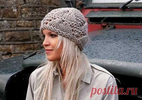 женская шапка вязаная спицами такая шапка выполненная толстыми нит