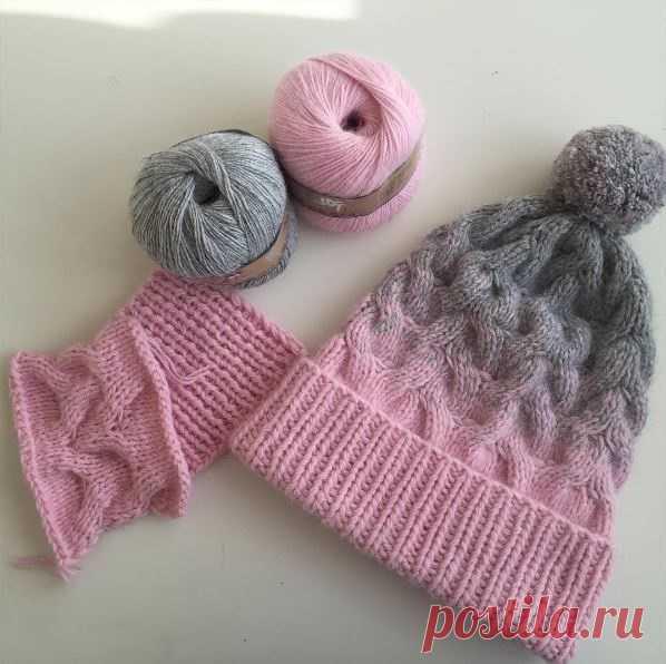 как связать шапку с косами и градиентом с переходом цвета
