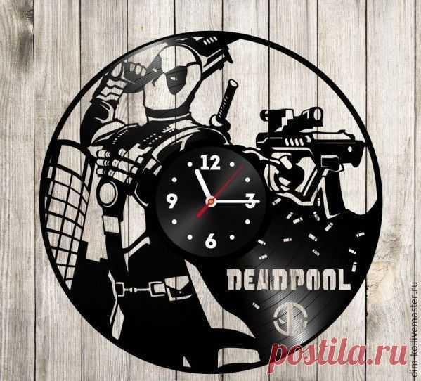 Часы настенные  Deadpool – купить в интернет-магазине на Ярмарке Мастеров с доставкой Часы настенные  Deadpool - купить или заказать в интернет-магазине на Ярмарке Мастеров | Часы изготовлены из старых виниловых пластинок.