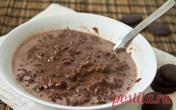 The Philippine breakfast is champorado, or, simply, chocolate rice porridge. (The recipe by clicking on the picture).