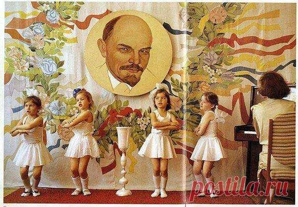 Ленин следит, чтобы ты не уснул на утреннике