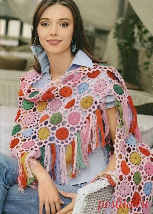 👌 Вязание шали крючком. Схемы, увлечения и хобби Издавна женщины любили красивые платки. На полуострове Индостан в XV веке начали производить шали — большие квадратные платки из шикарных тканей. Их складывали треугольником, покры...