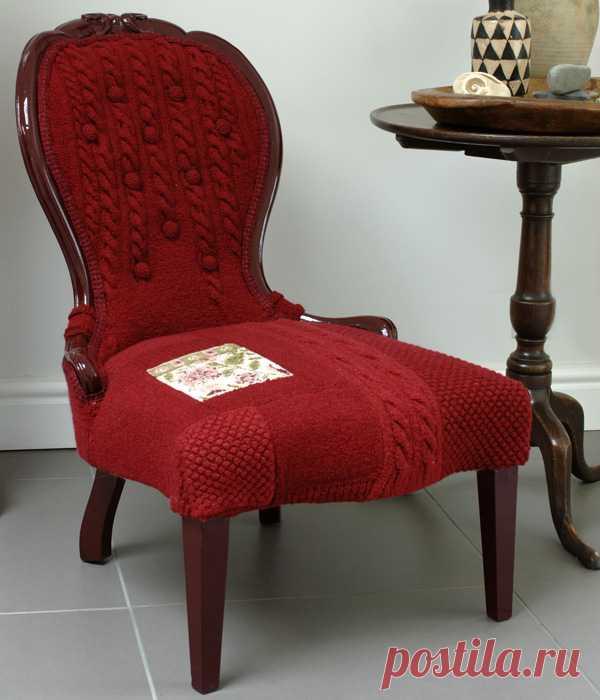Идея вязаного креатива для обивки старых кресел.