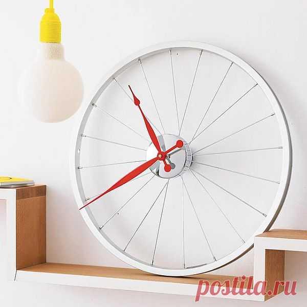 Часы в виде велосипедного колеса. $125 USD