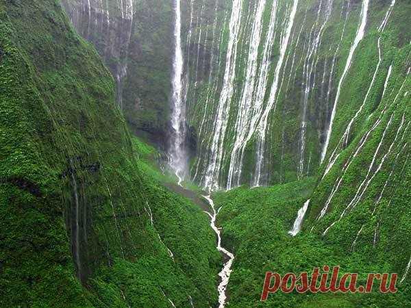 Оаху — земля тысячи водопадов.
