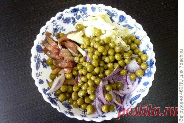 Салат из копченой рыбы с яблоком и горошком - пошаговый рецепт приготовления с фото