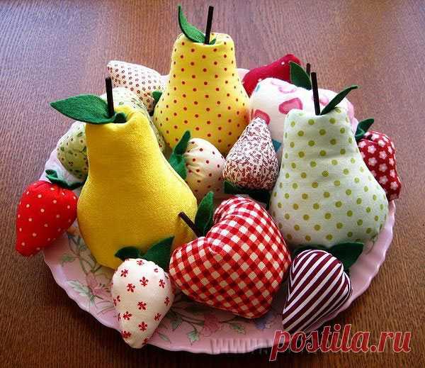 Фрукты и ягоды из ткани. (Выкройка и описание по клику на картинку).