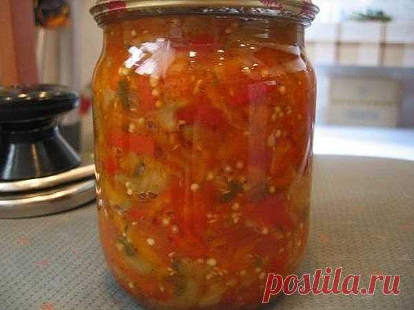 GEORGIANO LECHO LA RECETA\u000d\u000a\u000d\u000aPara preparar georgiano lecho, le será necesario:\u000d\u000a\u000d\u000aLos tomates – 3 kg\u000d\u000aEl pimiento búlgaro – 3 kg\u000d\u000aLa zanahoria – 1,5 kg\u000d\u000aLa cebolla repchatyy – 1,5 kg\u000d\u000aEl azúcar – 200 g\u000d\u000aEl vinagre – 100 ml\u000d\u000aEl aceite de girasol – 50 g\u000d\u000aLa sal\u000d\u000a\u000d\u000aComo preparar georgiano lecho:\u000d\u000a1. Los tomates lavar, secar, cortar por los trozos pequeños. Por medio de la picadora de carne o blendera desmenuzar los tomates antes de la recepción pyureobraznoy las masas.\u000d\u000a2. La masa recibida trasvasar en la cacerola grande, colocar a la plancha y llevar hasta a...