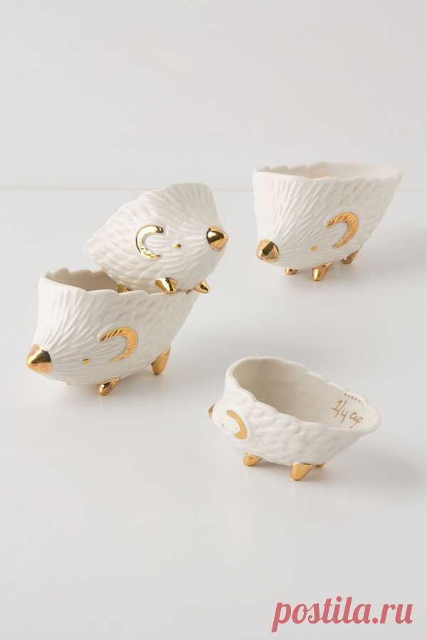 A series of measured cups in the form of lovely, amusing hedgehogs. It is possible to buy for $36. (The reference to online store by clicking on the picture).