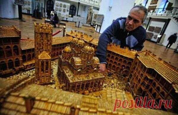 Болгарский скульптор Пламен Игнатов создал точную копию древнего монастыря из 6 миллионов спичек. Если оригинал, вдохновивший его на творчество, строился 8 лет, своему произведению автор посвятил в два раза больше времени – целых 16 лет