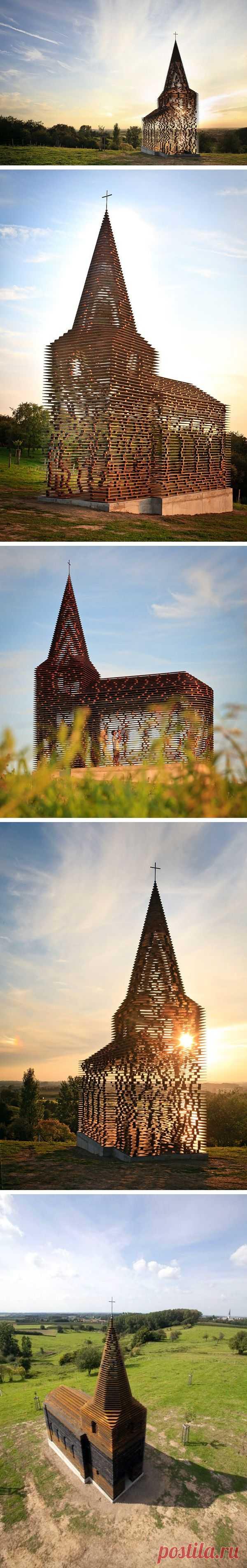 Прозрачный храм, как символ невидимой грани взаимоотношений Бога и человека. Лимбург, Бельгия