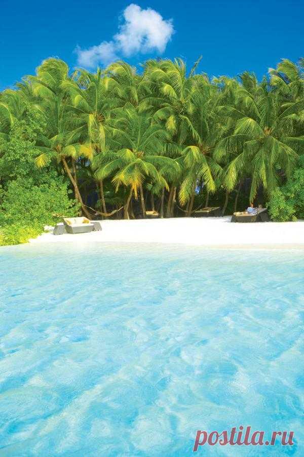 хочу на пляж!с желтым песком и жемчужно-чистой водой!
