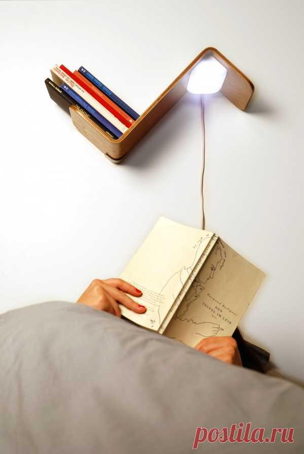 3 в 1   книжная полка, лампа и закладка.