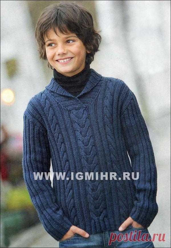 Синий пуловер с косами от финских дизайнеров для мальчика 4-12 лет. Спицы.
