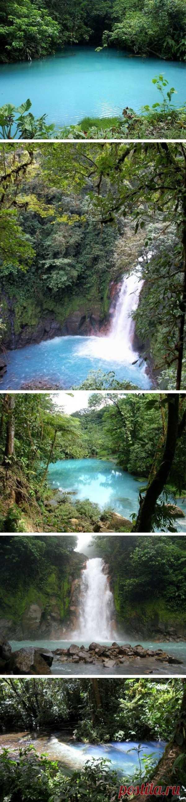 Река с бирюзовой водой Рил-Селеста. Коста-Рика