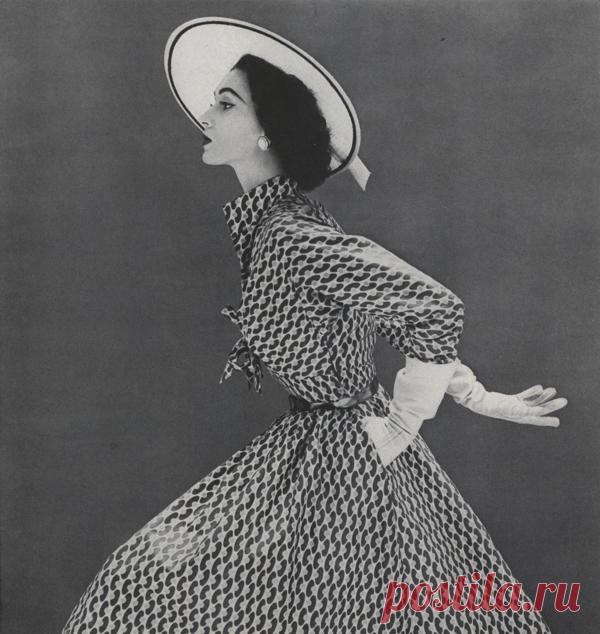 Кто из модельеров совершил fashion-революцию со стилем «нью лук»?