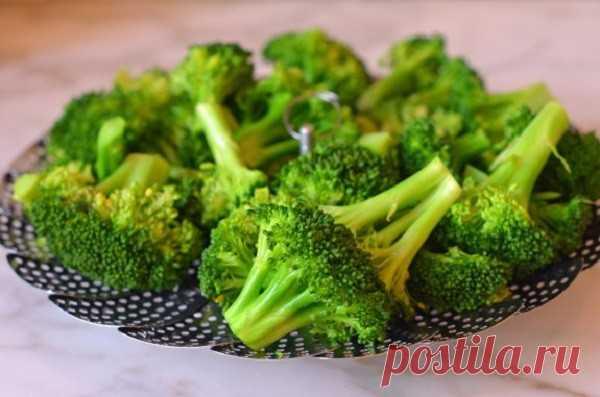 Брокколи на пару - Мужской журнал JK Men's Есть очень много рецептов приготовления брокколи, но самый простой без добавления масла и специй — это приготовление на пару. Полезный