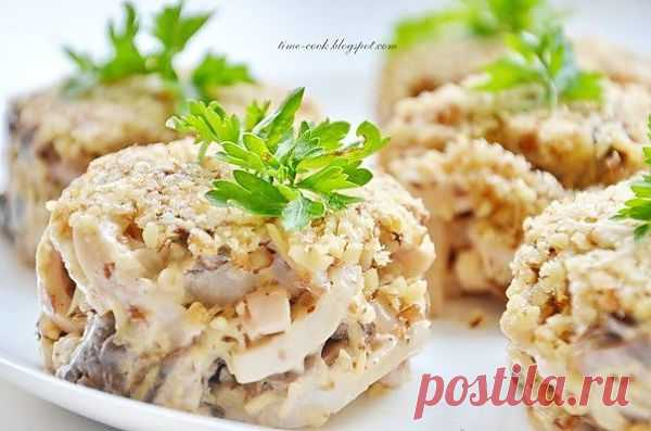 Ореховый салат с кальмарами » Кулинарные рецепты