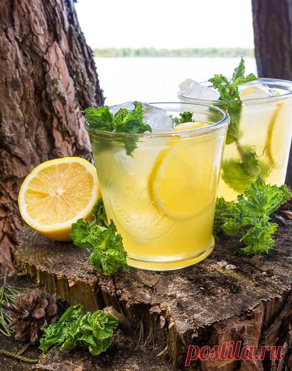 ༺🌸༻Холодный зеленый чай с лимоном и медом на Вкусном Блоге У нас наконец-то начинается что-то похожее на лето. Мы даже умудрились недавно удачно открыть шашлычный сезон. А летняя погода требует вкусных прохладительных напитков. Таких, как этот ледяной зеленый чай. В качестве основы лучше брать самый обычный зеленый чай без ароматических добавок.