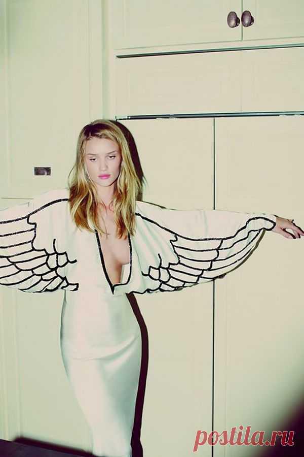 Платье с крыльями Rosie Huntington-Whiteley / Рисунки и надписи / Модный сайт о стильной переделке одежды и интерьера