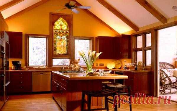 Кухня, вид которой наполнен солнечным светом.
