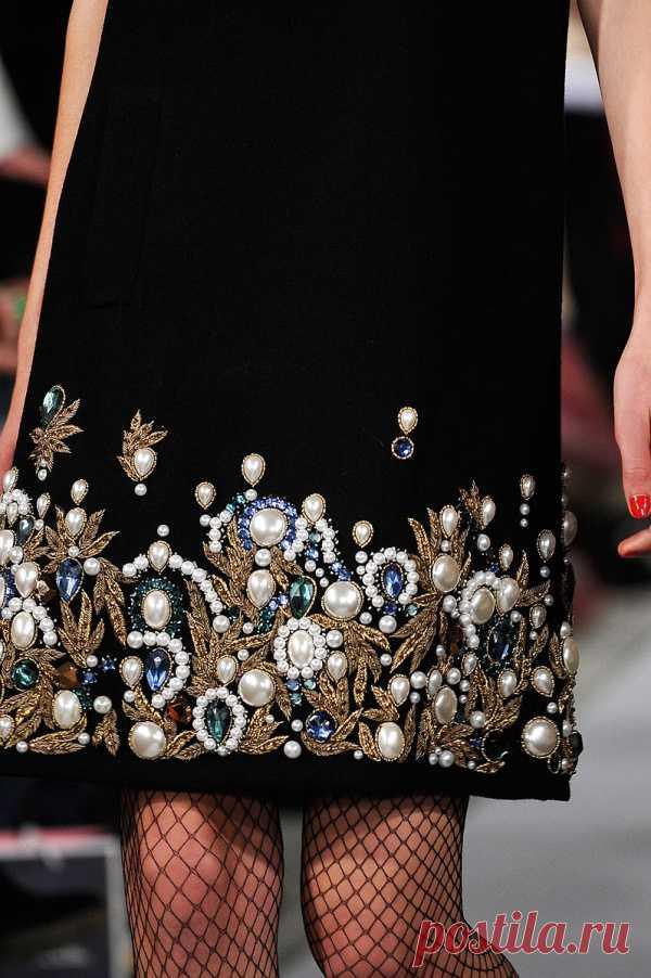 Роскошный декор платья!