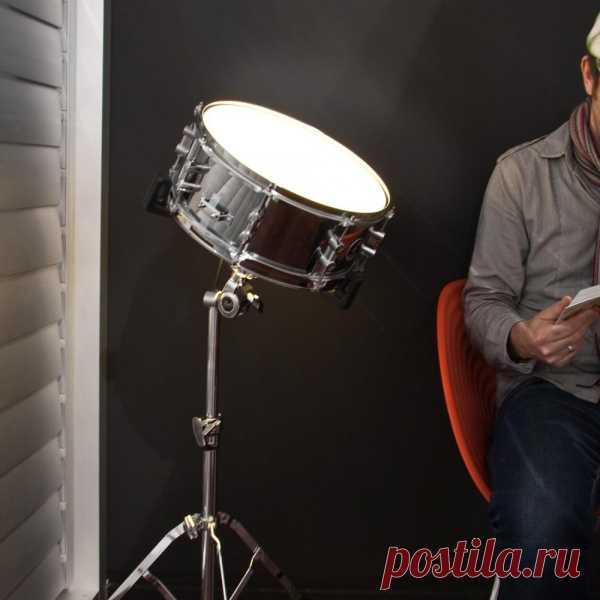 Пробовал стать музыкантом - не вышло? Есть отличное решение для тех кому, ну очень хочется иметь дома барабанную установку. Светильник из малого барабана snare drum!