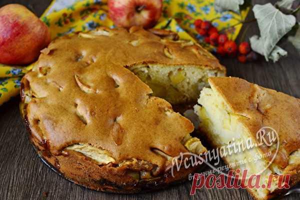 Шарлотка на кефире пышная с яблоками в духовке, очень вкусный рецепт с фото Очень вкусная шарлотка с яблоками получается не только по традиционному рецепту. В этом варианте тесто делается на кефире, а готовая выпечка выходит пышной и сочной. Тесто готовится достаточно быстро и вам остается лишь нарезать яблоки и отправить пирог в духовку.