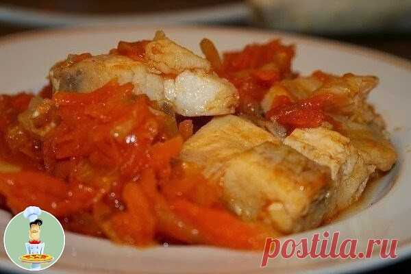 Рыбка под маринадом  Чудесное, полезное и малокалорийное блюдо, друзья! Может служить как самостоятельным блюдом, так и закуской к любому, даже праздничному столу Ингредиенты:  - Любая рыбка - 600 г - 3 крупных морковки - 6 луковиц - 3-4 ст.л. томатной пасты - соль - специи по вкусу - 2 ст.л. яблочного уксуса - немного подсолнечного масла для тушения  Приготовление:  Морковь натереть /или мелко порезать/ на крупной терке, лук порезать полукольцами и все тушить до готовност...