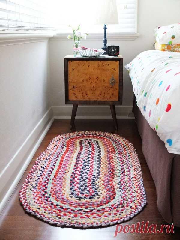 Коврики из старых вещей своими руками: плетение, вязание, шитье и ткачество из старых джинсов, колготок, футболок, полотенец | Крестик