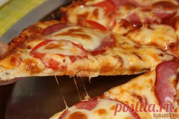 Рецепт: Пицца с колбасой и помидорами