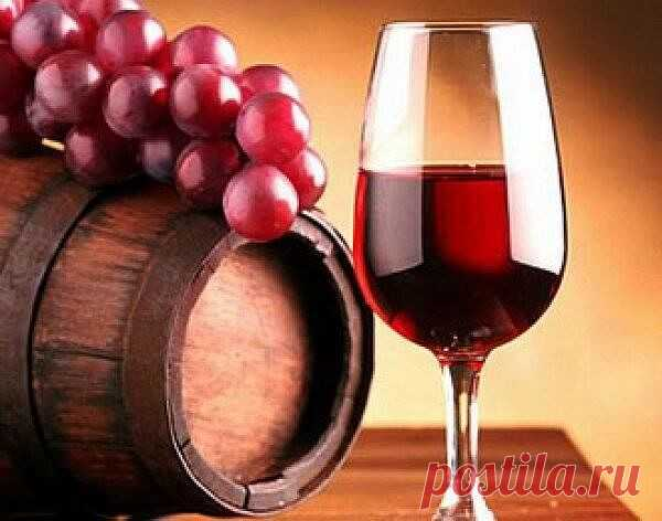 О ПОЛЬЗЕ КРАСНОГО ВИНА   Последнее исследование  Университета Альберты в Канаде, показало, что бокал красного вина так же полезен, как целый час занятий в тренажерном зале.  Все дело в том, что содержащийся в красном вине ресвератрол повышает работоспособность, улучшает работу сердца и укрепляет мышцы, то есть действует на организм так же, как и упражнения.  Согласно выводу Джейсона Дайка, руководителя исследования, это позволит людям, которые не в состоянии посещать трена...