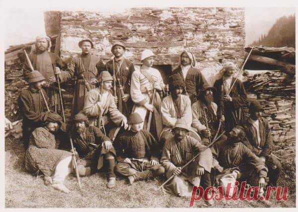Издревле уроженцы Кавказа в основном были черноглазые, смуглые и черноволосые. Теперь же среди чеченцев и аваров часто встречаются представители со светлыми или рыжими волосами, светлой кожей и голубыми или зелеными глазами. Рассказываем, как на территории Кавказа возникло такое разнообразие фенотипов и что на этот счет говорят современные исследователи?