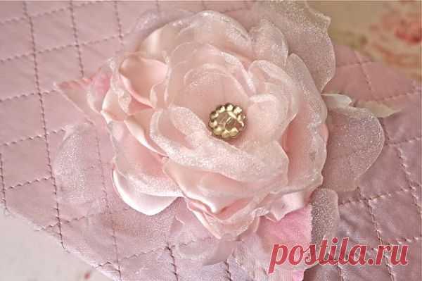 Нежный и простой в изготовлении цветок из ткани