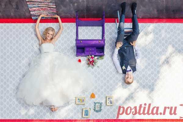 Сегодня мы предлагаем Вам окунуться в яркую сказочную историю Ани и Саши: их июльская свадьба наполнена интересными находками, улыбками и счастьем. Кстати, отвечала на наши вопросы не только невеста, но и жених, поэтому сегодняшний рассказ особенно интересен, ведь всегда любопытно узнать, как выглядит подготовка к свадьбе глазами мужчины.