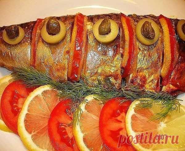 25 рецептов из рыбы: 1. Обалденная запеченная рыбка  2. Невероятно вкусная рыба под соусом  3. Вкусная скумбрия в фольге  4. Рыбные фрикадельки в сливочном соусе  5. Филе рыбы, запеченное под горчицей  6. Белая рыба с соусом и овощами  7. Тилапия с чесноком и лимоном  8. Рыба
