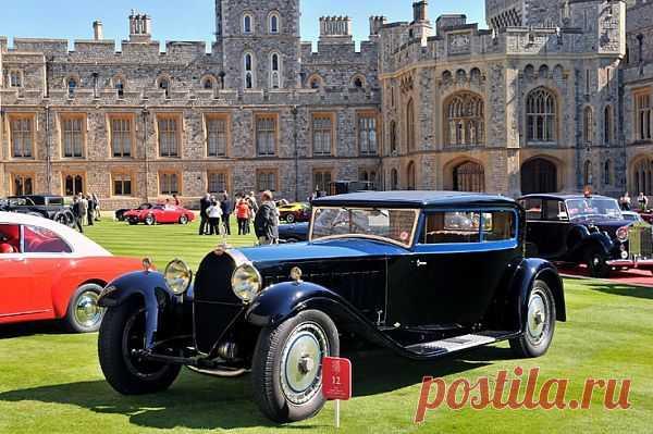 Bugatti Type 41 Royale Kellner Coupe Год выпуска 1931. Автомобиль длиной 6,4 м и весом более 3 тонн оснащен авиационным двигателем объемом 12,7 литров и мощностью в 300 л. с. Скорость королевского «монстра» достигает 160 км/ч.