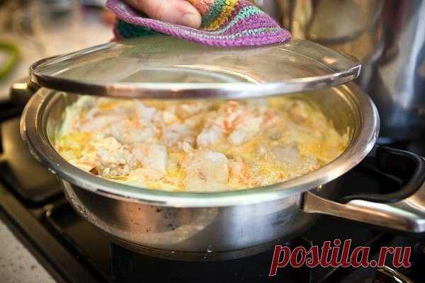Нежный минтай под сметанно-чесночным соусом — ароматно и очень вкусно