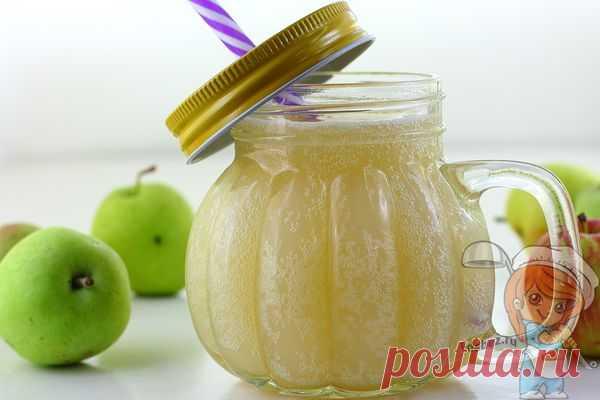 Освежающий яблочный домашний квас без дрожжей — одна польза! Несложно приготовить в домашних условиях, является яблочно-хлебный квас. Технология приготовления довольно простая и не займет много времени.