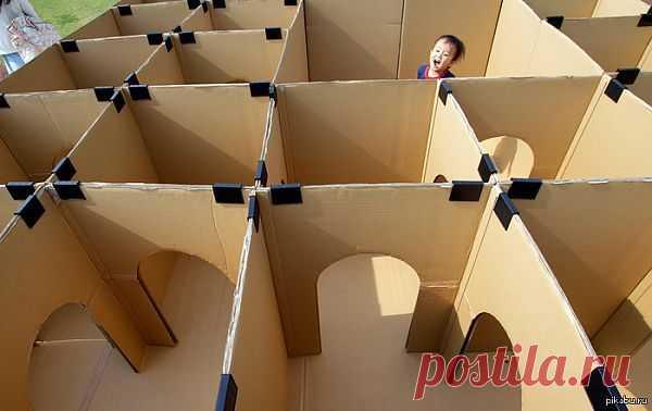 Лабиринт из картонных коробок