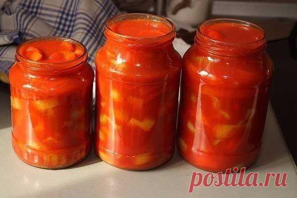 Лечо! Пальчики оближешь!  Ингредиенты:  помидоры - 4 кг,  перец болгарский - 5 кг,  сахар - 1 стакан,  соль - 2 столовых ложки (с горкой),  растительное масло - 1 стакан,  уксус 9% - 2 столовых ложки  Приготовление:  Помидоры вымыть и прокрутить на мясорубке. Перец вымыть, вырезать семенную коробку и разрезать каждый вдоль на 4-6 частей. Прокрученную помидорную массу перелить в большую кастрюлю и добавить сахар, соль Поставить кастрюлю на огонь, и после закипания массы пол...