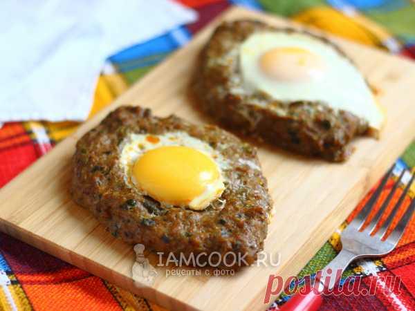Котлеты по-аджарски — рецепт с фото Лодочки из фарша запекаем в духовке с яйцом в центре. Готовим из любого мясного фарша, добавляя лук, чеснок, зелень и специи.