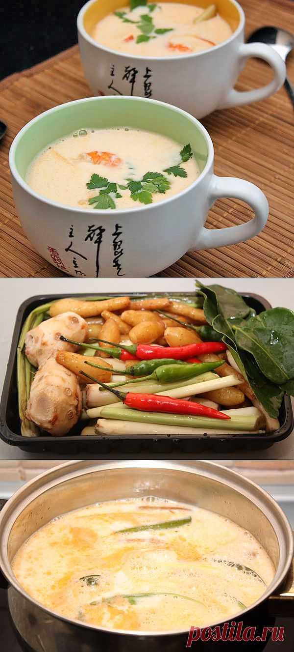 Том ям — одно из самых известных блюд Таиланда. Этот суп имеет специфический острый вкус с кисловатым оттенком и очень приятным ароматом, состоящим из сочетания запахов бульона, имбиря, лемонграсса и других компонентов.