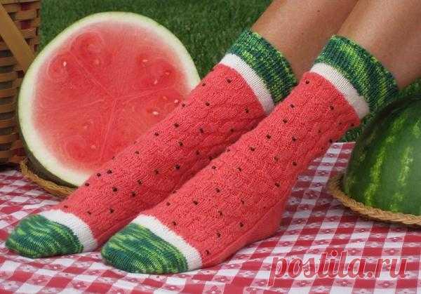 Яркие ножки: носки-арбузики! Схему не нашла, увы