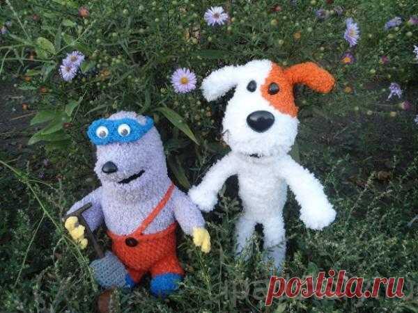 Крот и собака Рекс из игры Город тайн Связаны крючком столбиками без накида